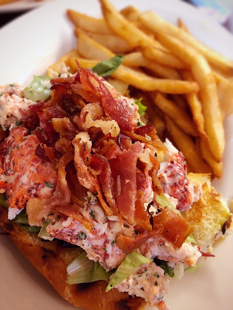 bacon-lobster-sandwich